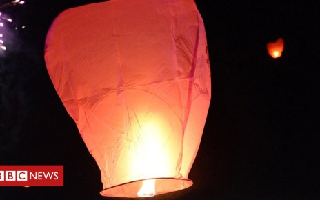 101882242 hi018519359 - Chinese lantern 'almost hit passenger plane'