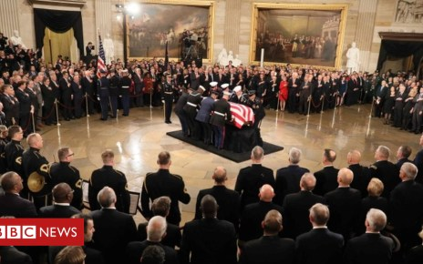 104604772 050976617 1 - George HW Bush lies in state at US Capitol