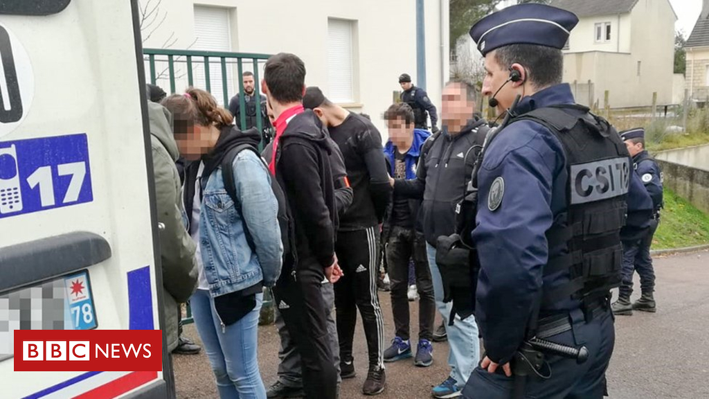 104685254 hi051030147 - France protests: Footage of students 'humiliated' by police