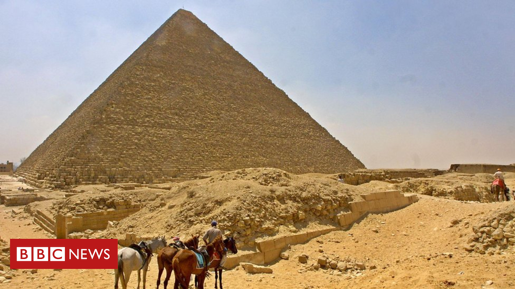 104715115 gettyimages 51528320 - Egypt investigates 'pyramid nude photo shoot'