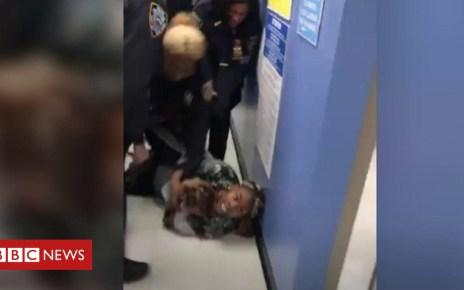 104721693 d19a6a7d 39be 45cb b965 af5b3d0acf29 - Video shows NYPD grabbing child from mum