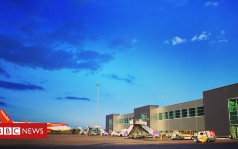 104766302 lutonairportboardingpier - Luton Airport unveils £160m expansion