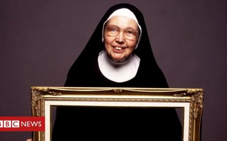 104954057 mediaitem104954056 - Sister Wendy Beckett, TV art historian, dies at 88