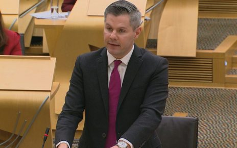p06vdrw9 - Scottish budget: Higher earner income tax gap to widen