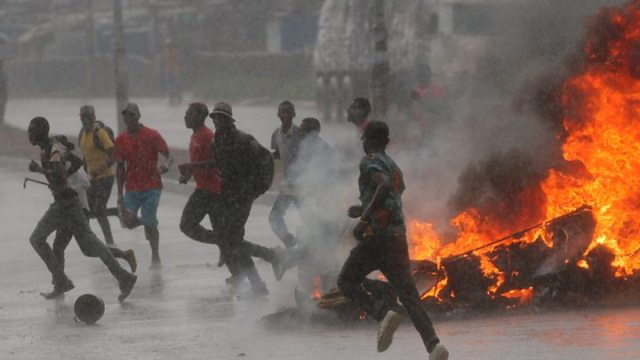 1547554707 153 Zimbabwe fuel protests MDC opposition office torched - Zimbabwe protests: Opposition vows to defy police ban on rally