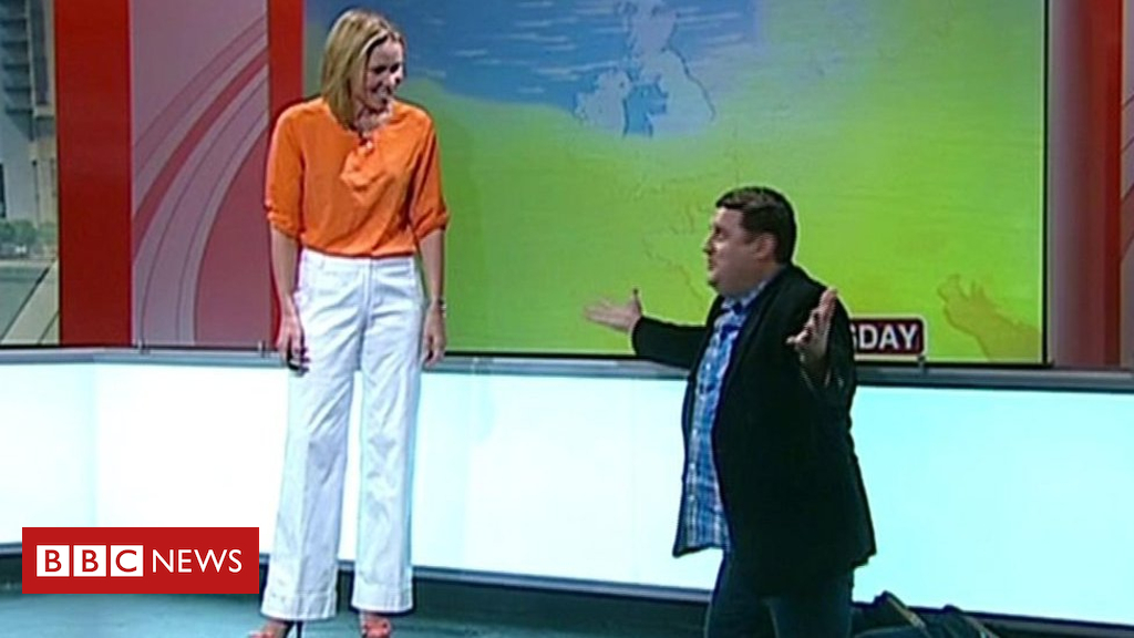105135012 p06xr702 - Peter Kay gate-crashes a Dianne Oxberry weather forecast