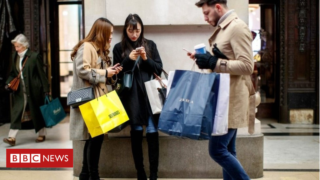 105135134 mediaitem105135132 - UK economy's fate is held in the hands of the shopper