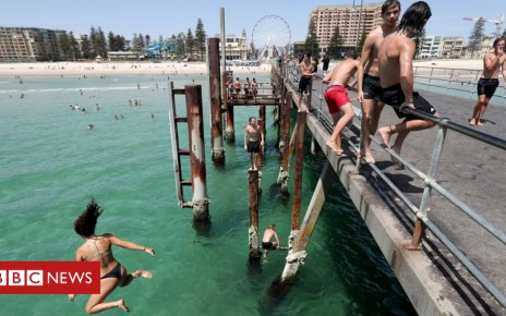 105333701 fa4a2cd2 2080 4d17 9fee cfbd5ffc26af - In pictures: How Australians are enduring record heat