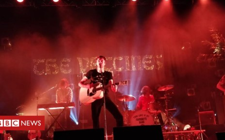 105381487 vacc3 - The Vaccines' Blackburn gig cancelled over barrier collapse