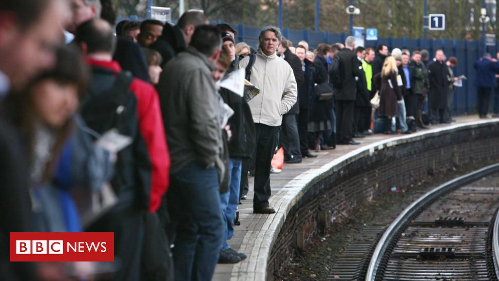 97071151 hi040071296 - Rail user satisfaction at 10-year low