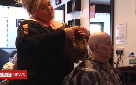 105638138 p070s8wh - The hairdressing salon for people who have cancer