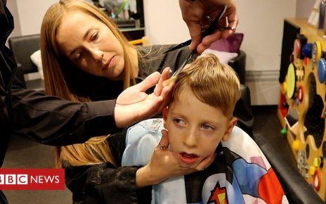 105661091 p07106pg - Nephew, 5, inspires hairdresser's Spargoland 'sensory' salon