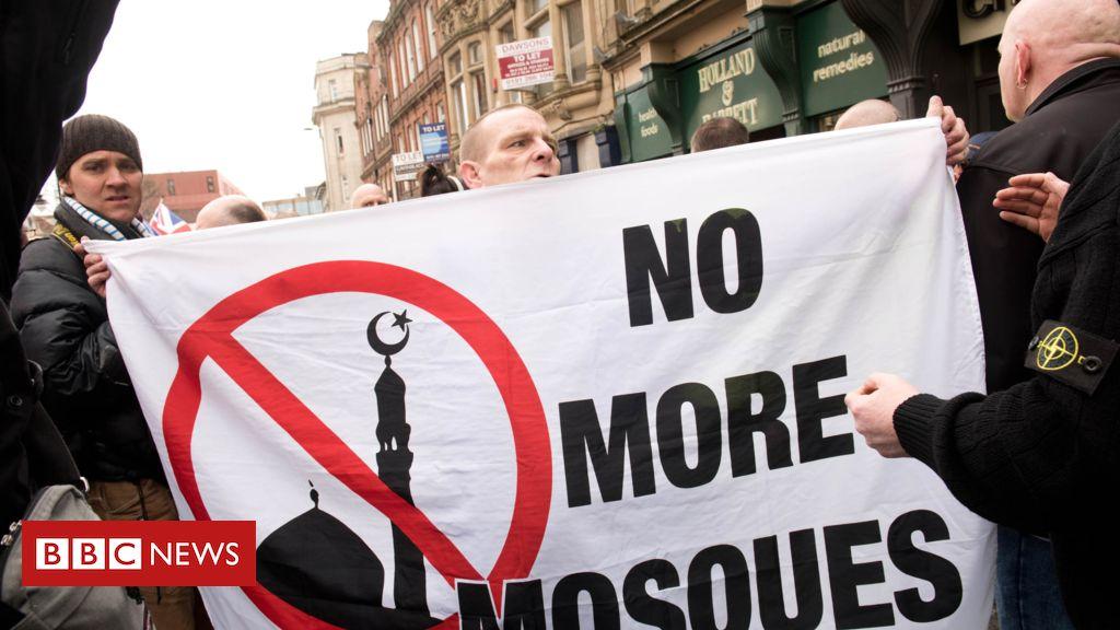 105692470 047937141 - Islamophobia behind far-right rise in UK, report says