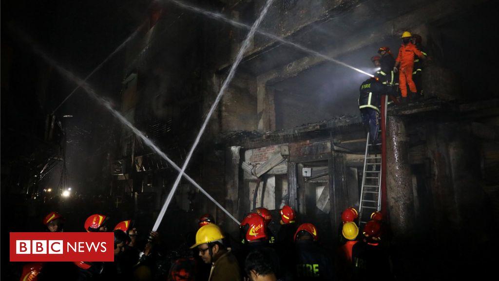 105729443 hi052454188 - Bangladesh fire: Blaze kills dozens in Dhaka historic district