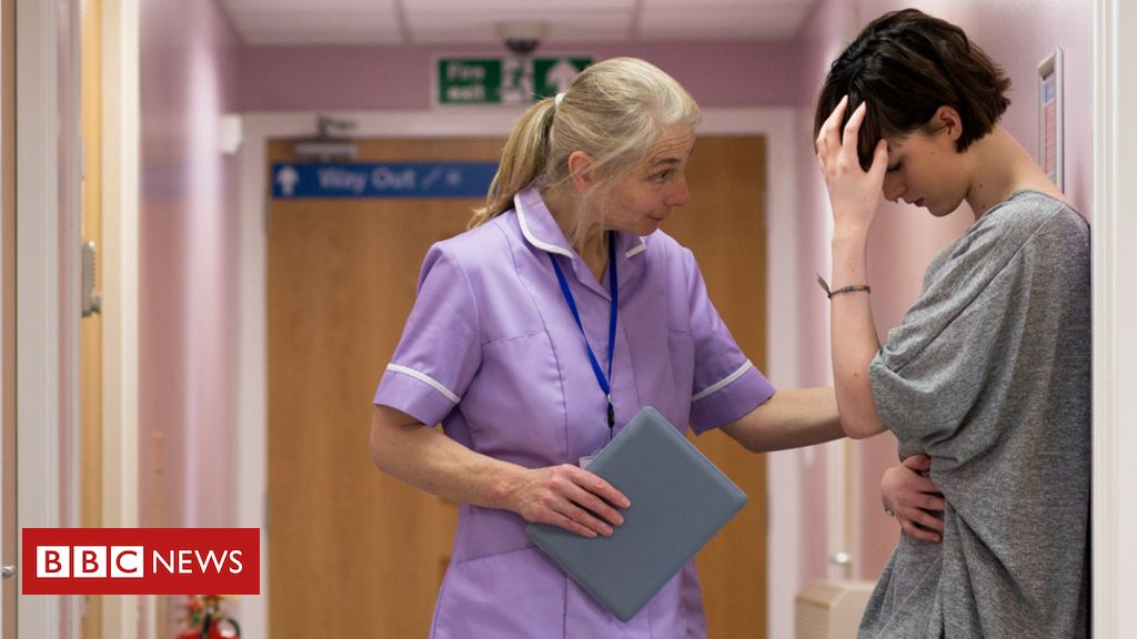 103378048 gettyimages 516718806 crop - Staff shortages 'abusing good will of nurses'