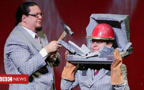 105926853 penntellergetty - Penn and Teller and Mischief Theatre to produce Magic Goes Wrong