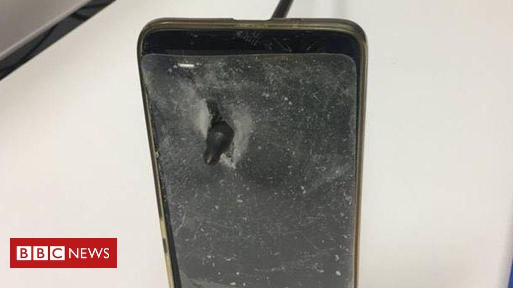 106014874 53685627 963373163872113 7790656292204314624 n - Australian man blocks arrow shot with mobile phone