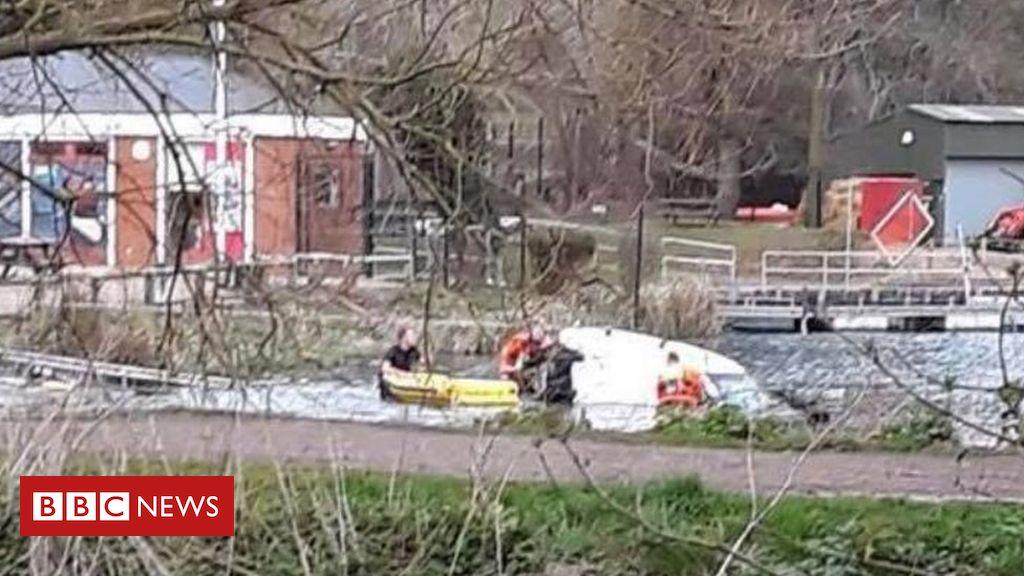 106055369 lakepic - Boy rescued from flooded van in Welwyn Garden City lake