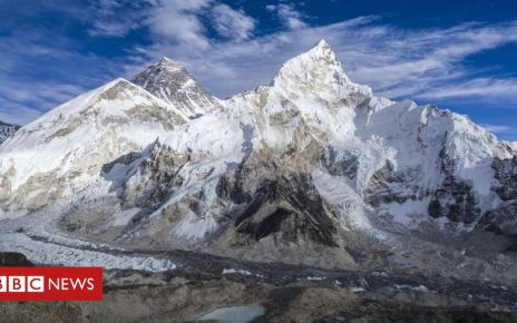 106107108 gettyimages 513452022 - Mount Everest: Melting glaciers expose dead bodies