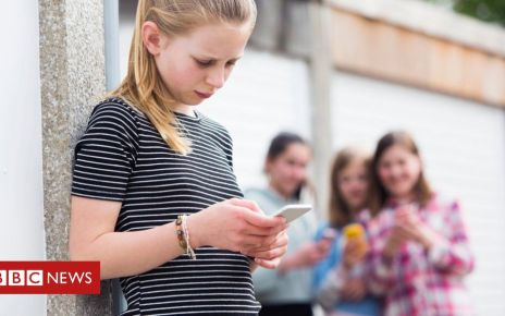 106227758 gettyimages 682235848 - Ask children about social media use, psychiatrists urged