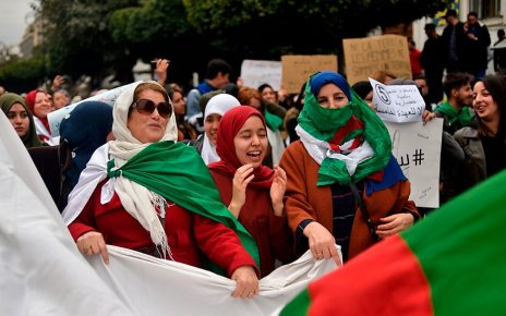 p072zkjj - Algeria protests: Judges refuse to oversee poll