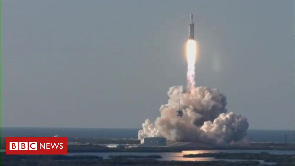 106421099 p0768jff - SpaceX Falcon Heavy launches its first commercial flight
