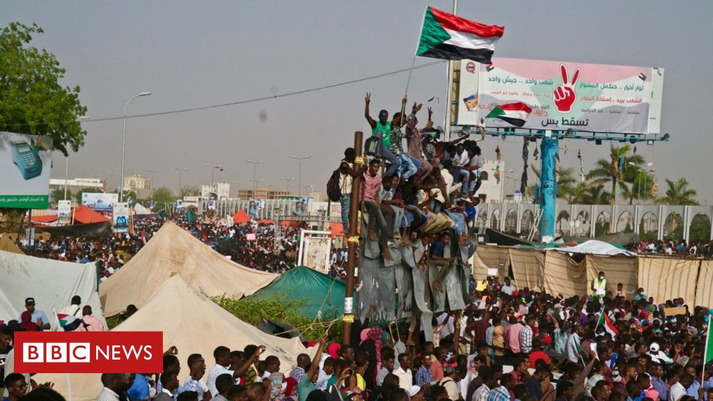 106515415 kharoumprotests 8 - Sudan protesters need 'united front' in military talks