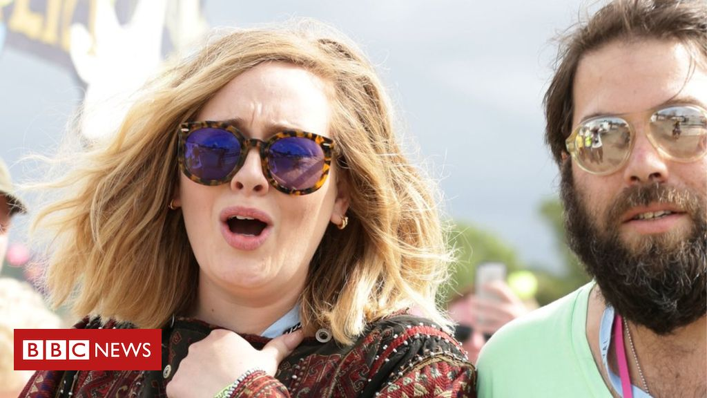 106527795 adeleandkonecki - Adele splits from husband Simon Konecki