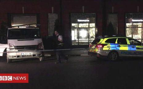 106600793 de27 - Tiffany's ram raid: Van driven into London jewellery store