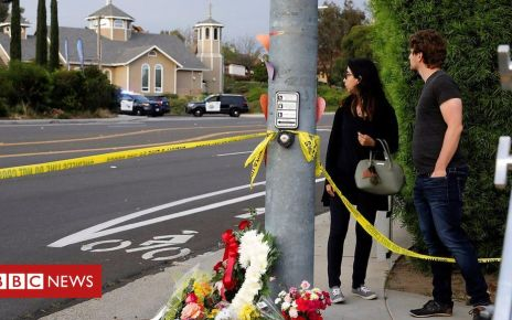 106623834 p077pjnc - US synagogue shooting: One dead, three wounded