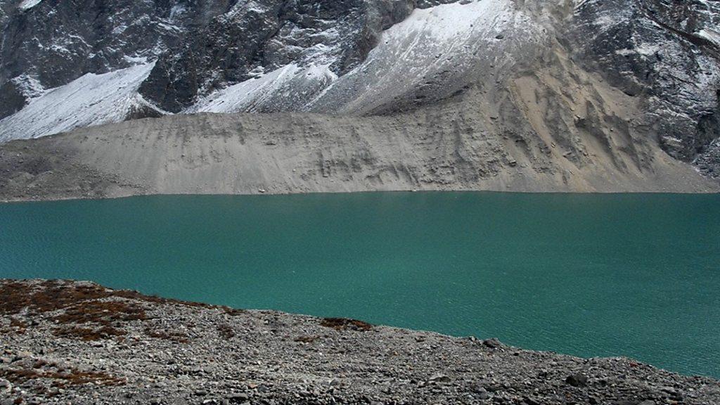 p075zz37 - Study identifies danger glacial lakes across Tibetan Plateau