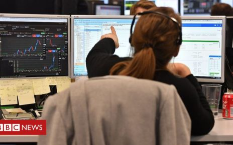 106998115 etxtrader3 getty - Pound slides to four-month low after Brexit talks end