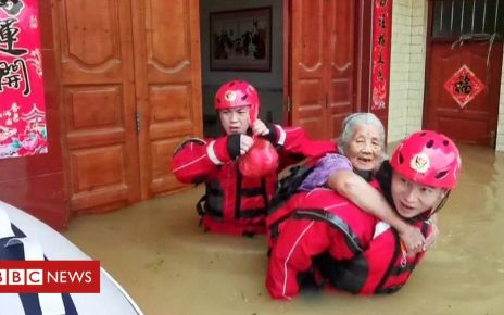 107338089 p07cv8rb - China rains: Thousands stranded in southern China