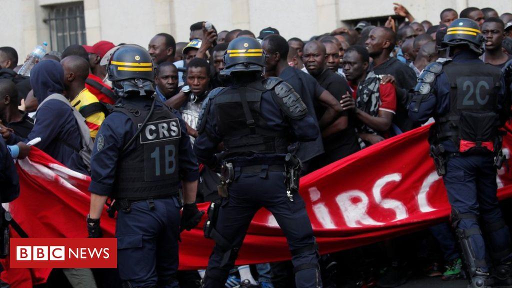 107855991 hi055255236 - 'Black vest' protesters storm Panthéon in Paris