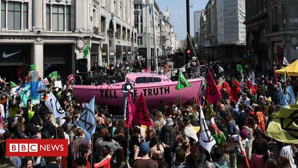 107856609 1f9433b6 f894 4205 abea 3664999f1273 - First Extinction Rebellion protesters appear in court
