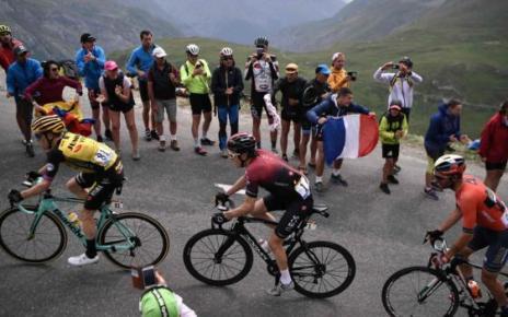 108083018 cyclists getty - Landslides shorten Saturday's Tour de France