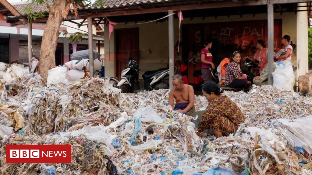 109626315 sittingamongplasticwaste - Western plastics 'poisoning Indonesian food chain'