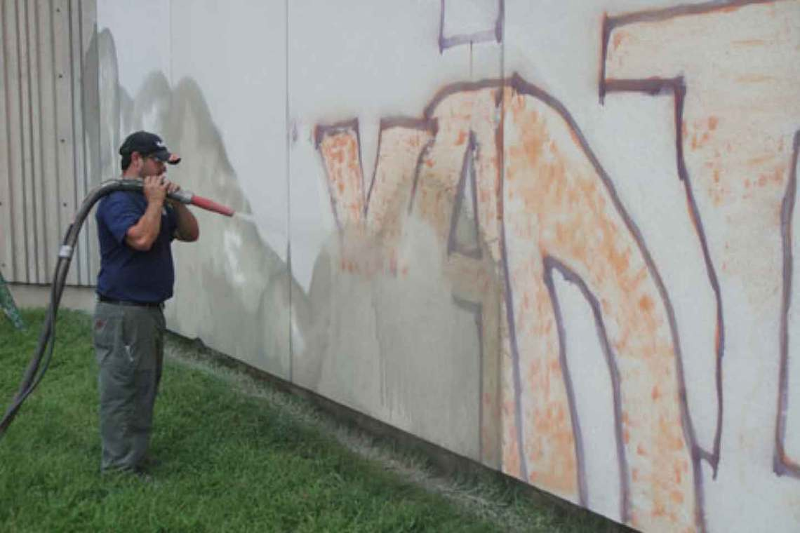 Graffiti Removal with Farrow System