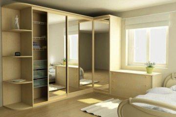 высокий шкаф в спальне маленькой фото