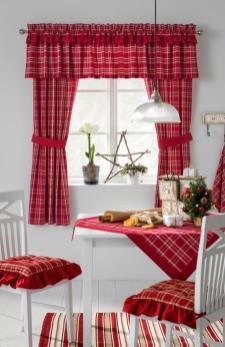 Красный и белый цвет доминирует как в декоре окна, как и всего интерьера