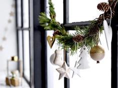 Новогоднее украшение окна в скандинавской стилистике