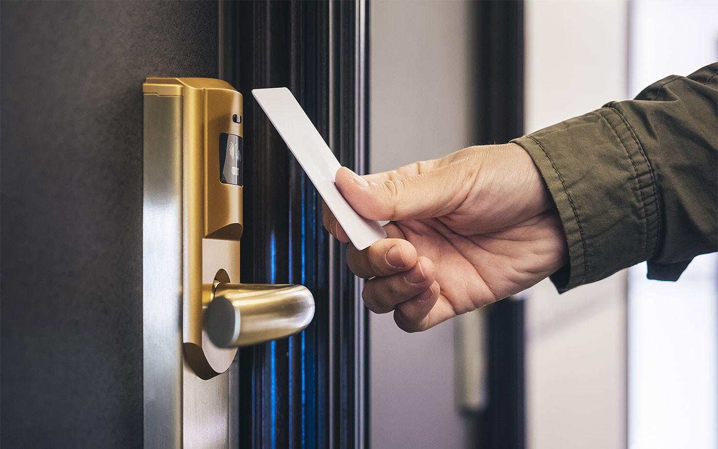Как выбрать дверной замок для гостиницы?