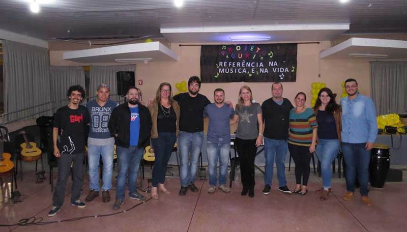 Professores, músicos e autoridades municipais participaram do evento