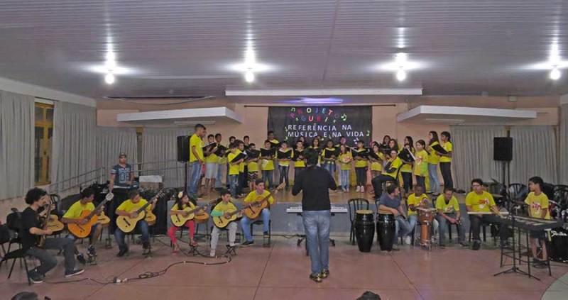 O Projeto Guri de Cravinhos tem aulas de canto coral, violão e percussão