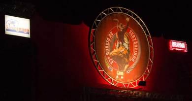 Rodeio de Sertãozinho tem arena lotada e grandes shows
