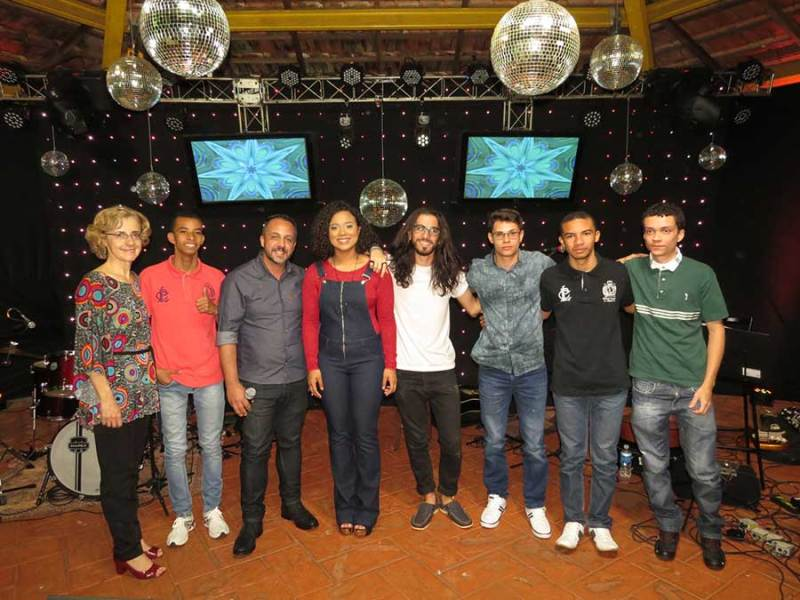 Banda SET21 com a professora Leda Nassif e o secretário municipal da Assistência Social de Cravinhos, Márcio Barroso