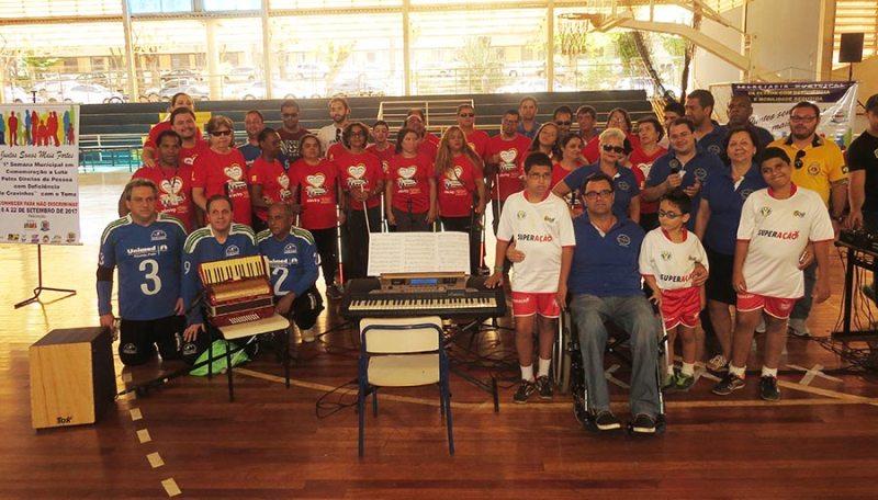 Apresentação da ADEVIRP com Coral, jogo-treino de Goalball e Futebol de 5