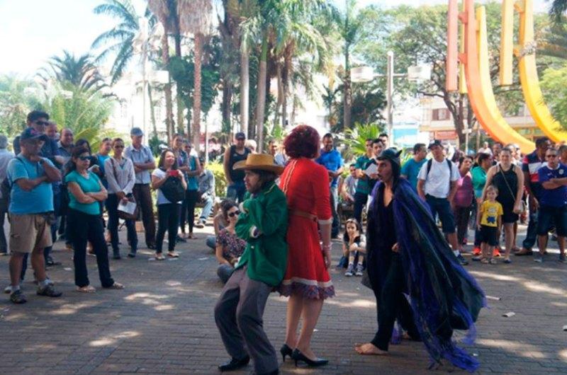 Apresentação na Praça Central do município de Jundiaí