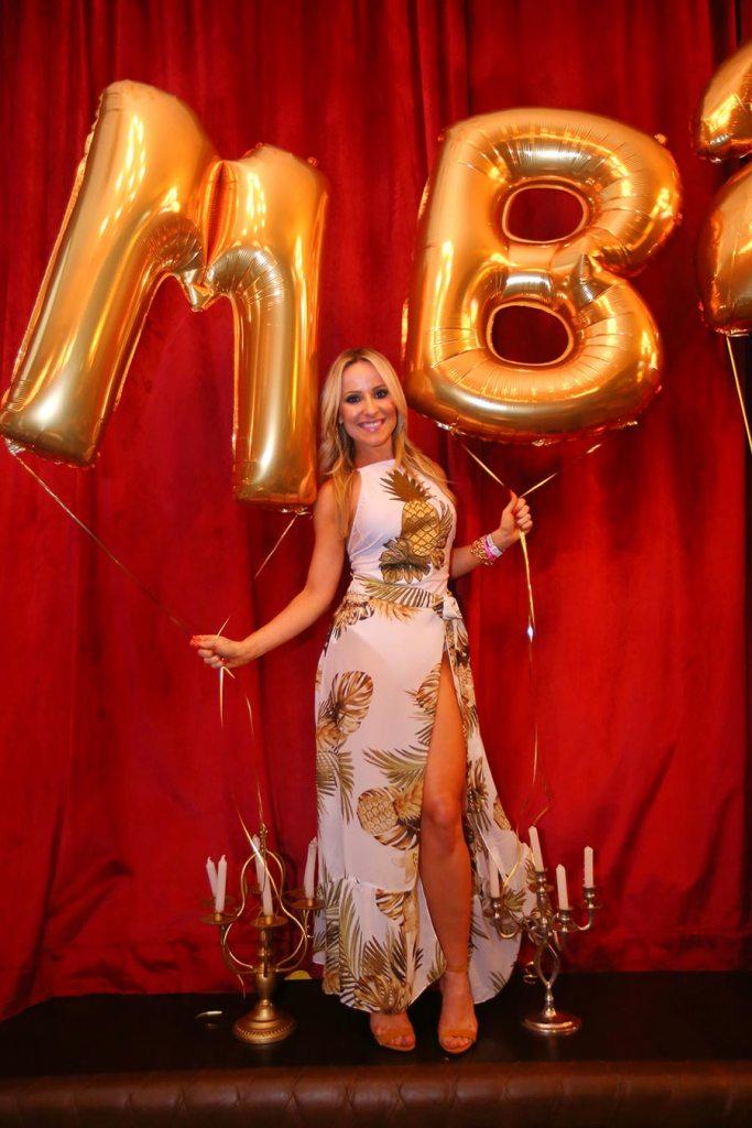 Mamãe de Biquíni comemora aniversário de 28 anos no Cabaret Bar