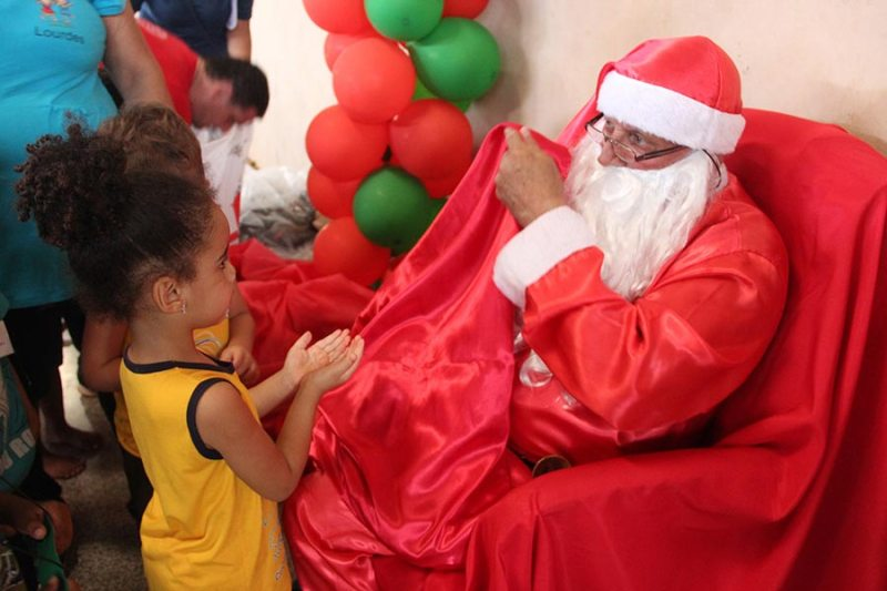 """""""Natal Solidário"""" beneficia cerca de 250 crianças e adolescentes"""